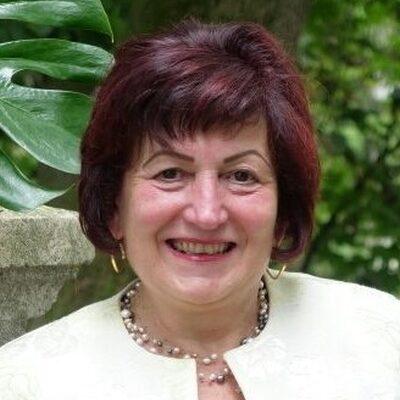 Dr Etelka